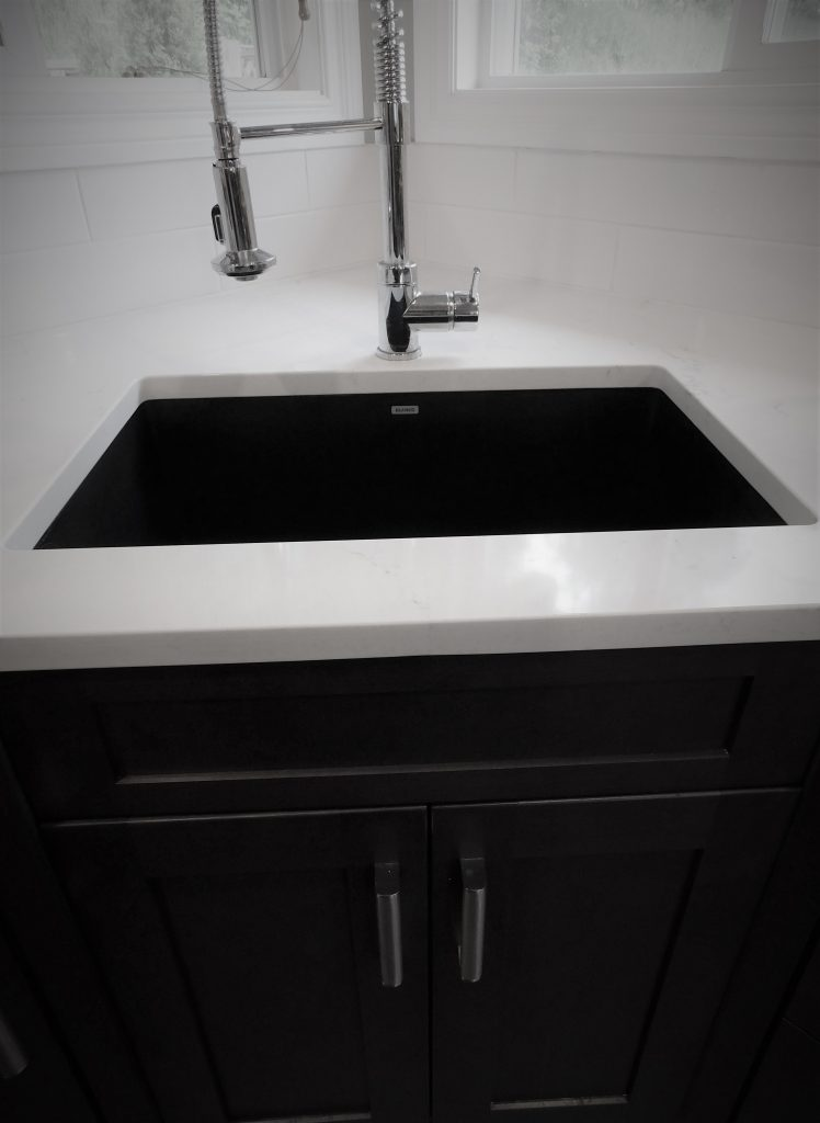 silgranit-sink-with-white-quartz