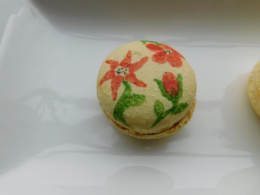 How to Paint on Macarons
