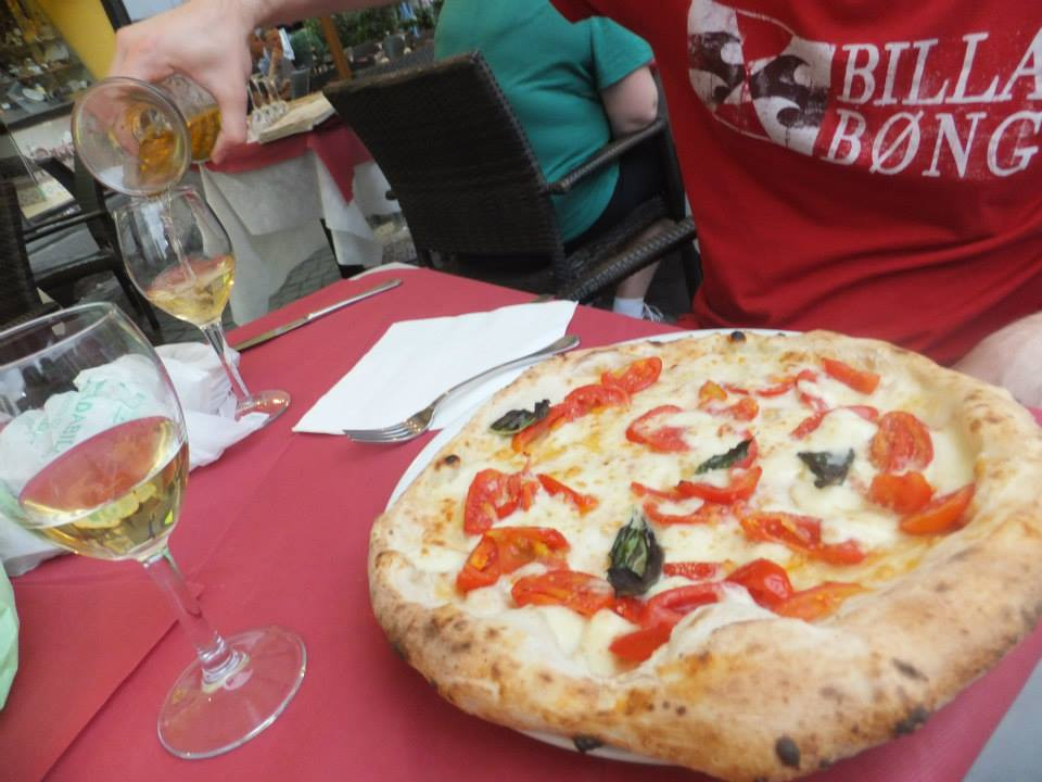 what makes italian pizza different