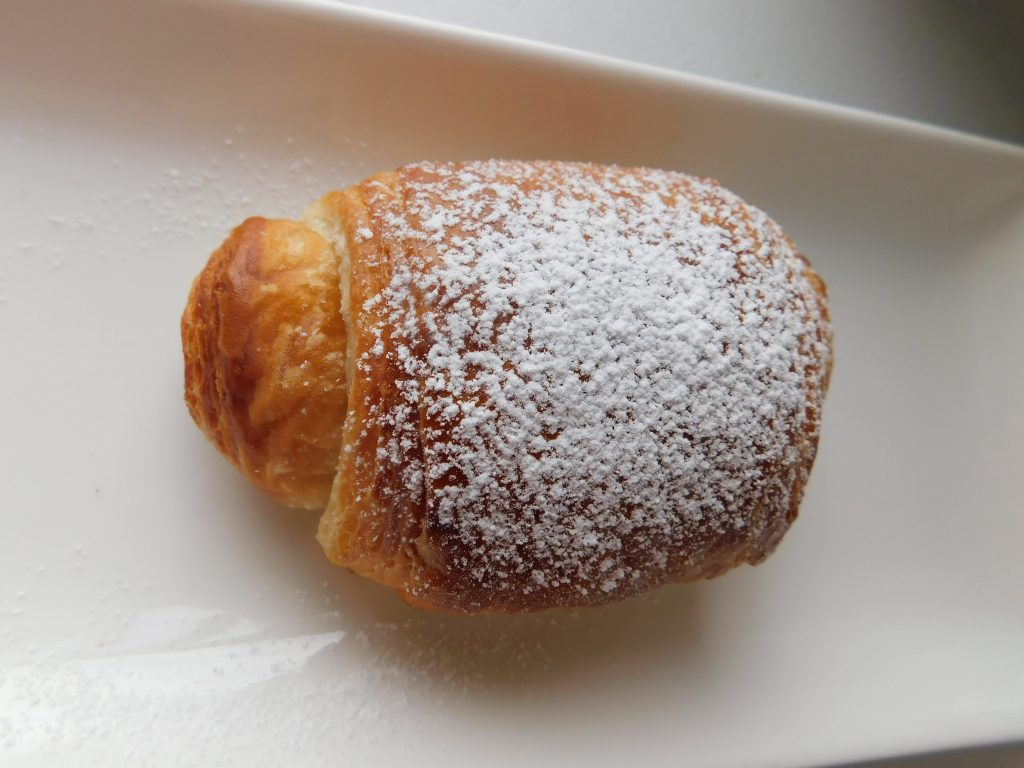how to dust powdered sugar onto pain au chocolat